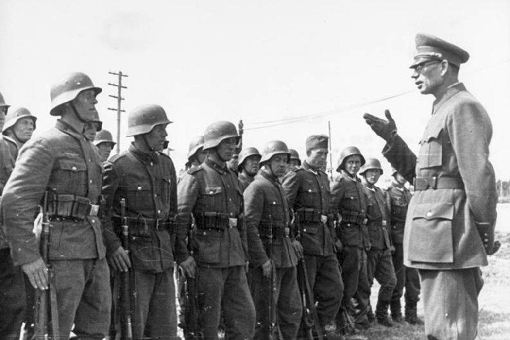 二戰尾聲,弗拉索夫向俄羅斯解放軍指示喊話。 圖/維基共享
