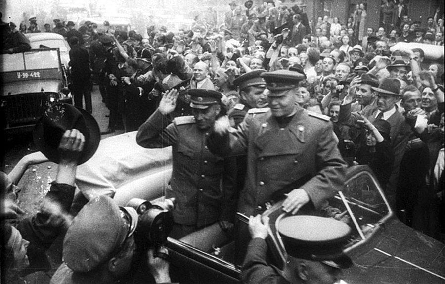 未如弗拉索夫所願的是,聽聞消息的蘇聯隨後派出科涅夫,快馬加鞭地率軍趕赴「收復」布...