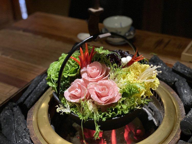 各式食材放置鍋中,仍可呈現浪漫的花園景象。圖/胡同裏的寬巷子提供