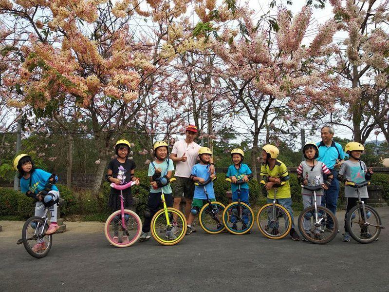 台南市南化區玉山國小周遭場域就是戶外教育場所,學生多元學習,學校也成為低碳示範校園。圖/玉山國小提供