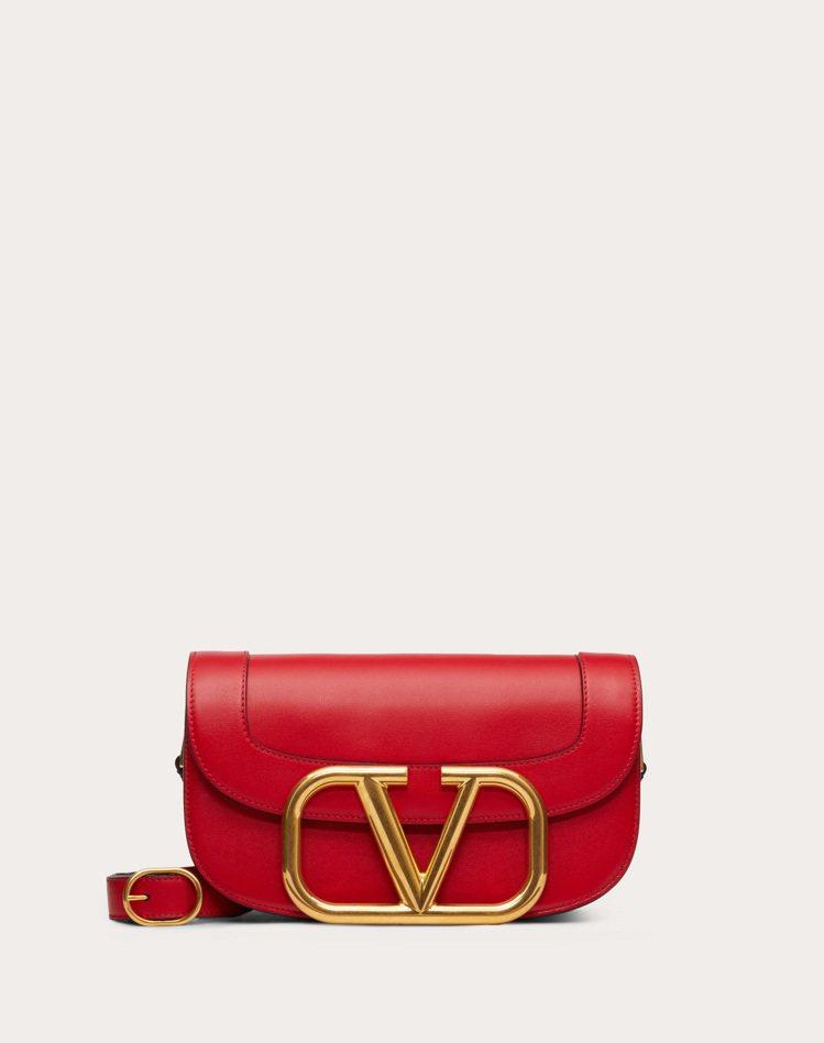 SuperVee紅色肩背包,84,000元(大)。圖/VALENTINO提供