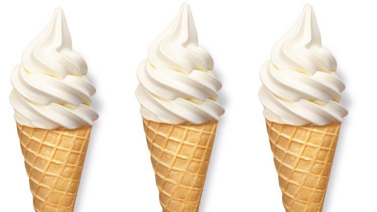 IKEA推出季節限定「白桃風味霜淇淋」售價20元,5/1起在全台陸續推出。圖/I...