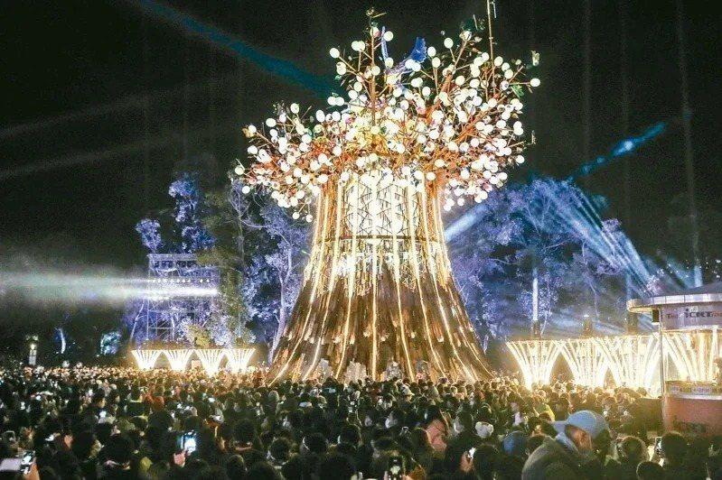 之前被觀光局定調為永久設置的主燈「森生守護-光之樹」,由國際級藝術家林舜龍操刀。本報資料照片