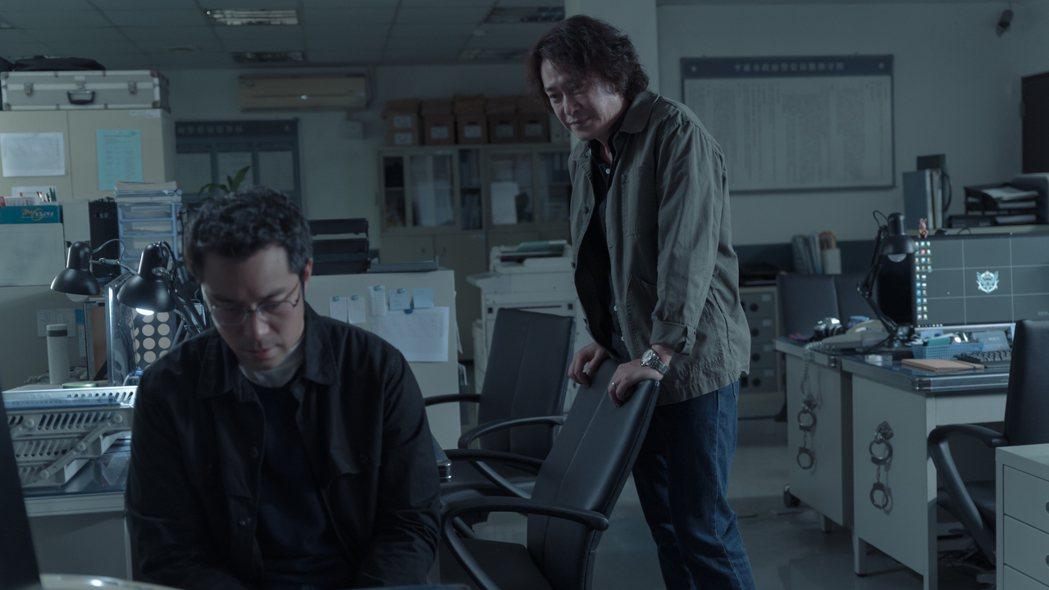 張孝全(左)、王識賢主演「誰是被害者」。圖/Netflix提供