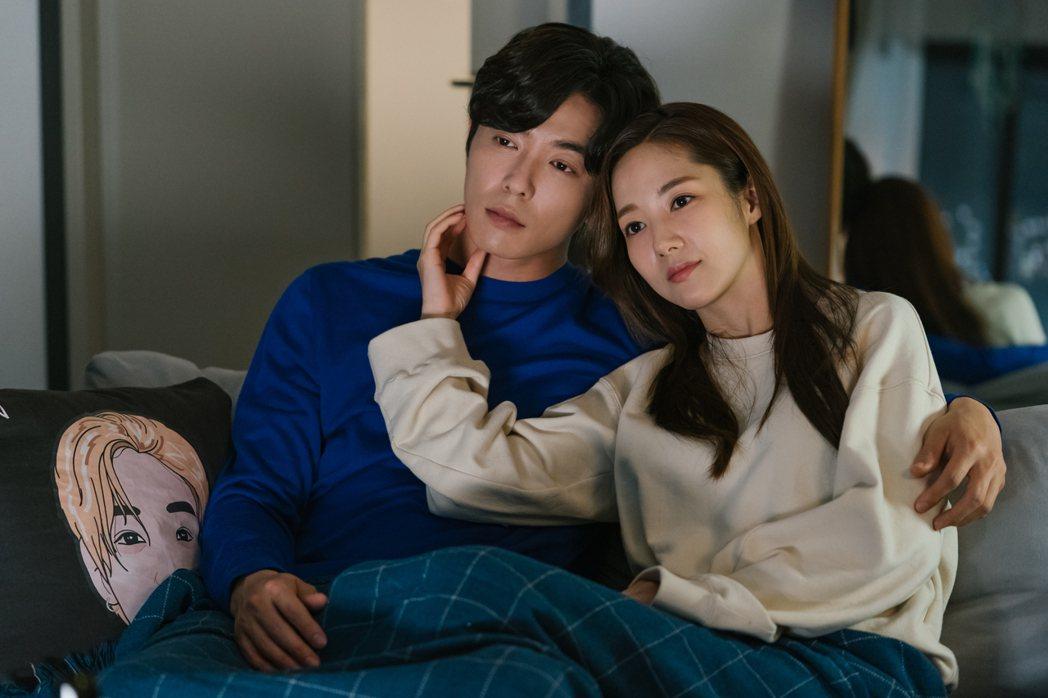 金材昱(左)、朴敏英主演「她的私生活」,戲中親密戲高達12場,被網友封為2019