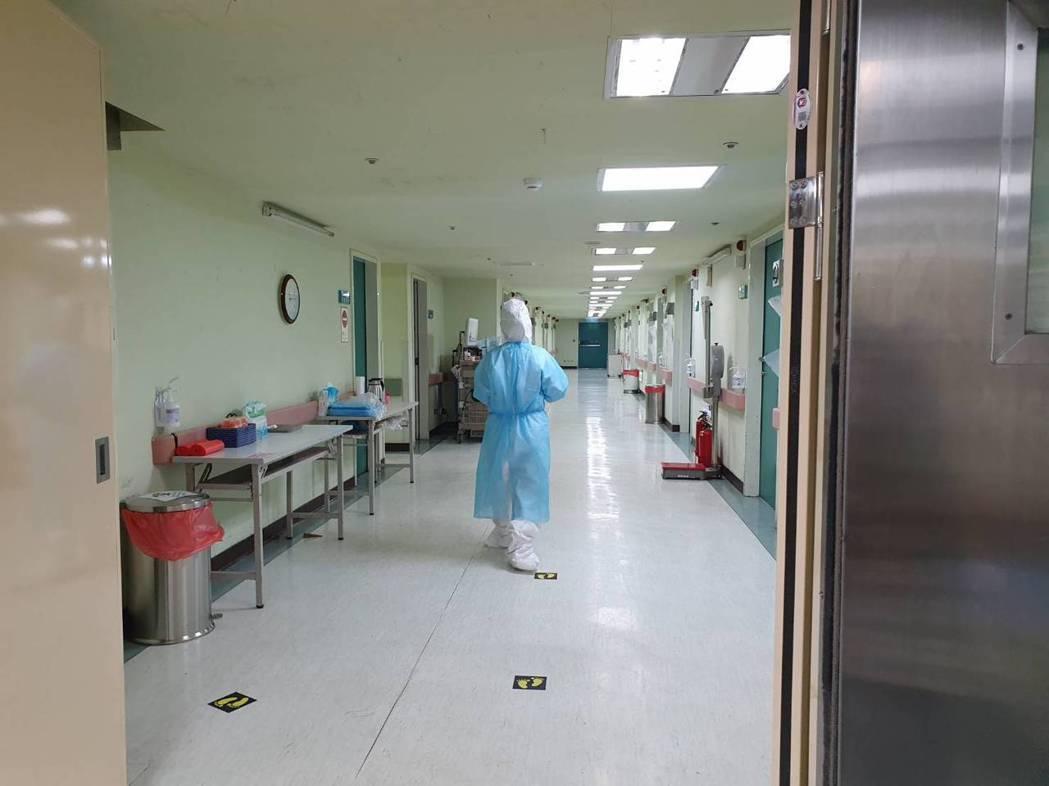 新冠肺炎蔓延,不少醫護人員挺身而出捍衛民眾健康安全。記者陳夢茹/攝影