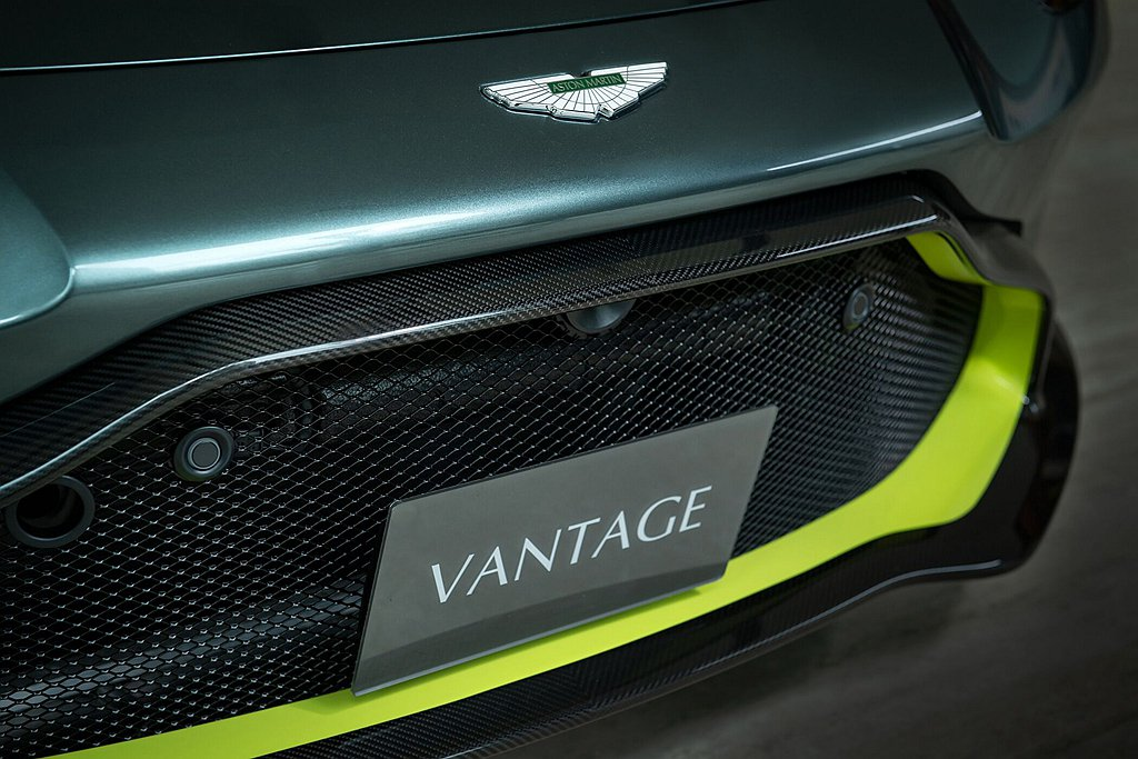 Aston Martin Vantage AMR Manual 59 Editi...