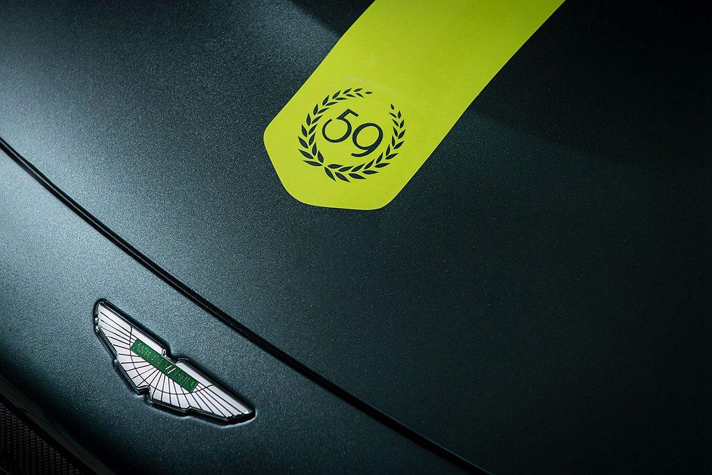 引擎蓋繪有象徵榮耀桂冠的59特殊字樣,致敬1959年Aston Martin輝煌...