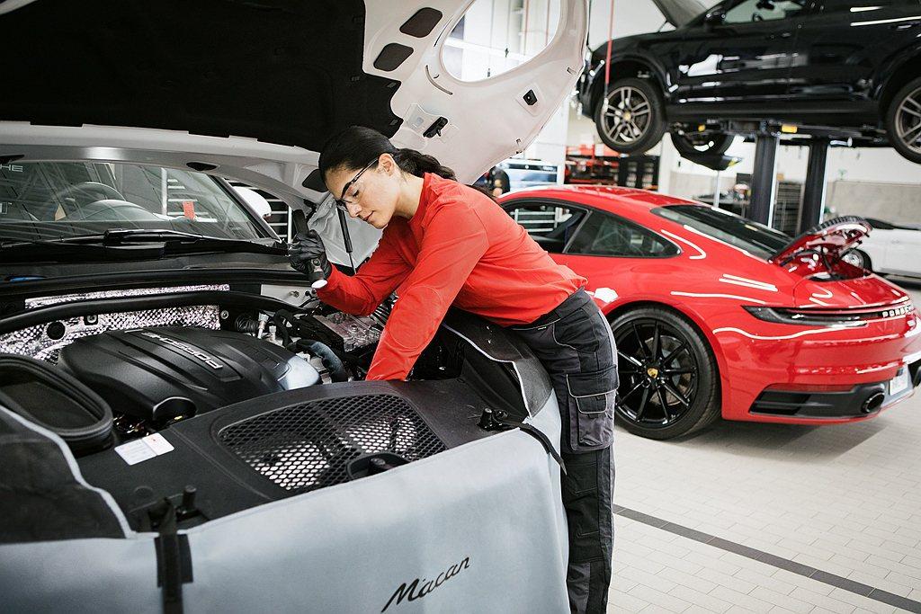 保時捷德國原廠宣佈:凡新車保固於2020年3月1日至5月31日期間期滿失效者可免...