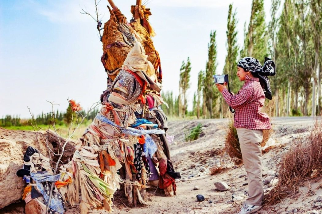 熱依拉是一位人類學者,自北京師範大學取得博士學位以來,便致力於維吾爾族的麻扎文化...