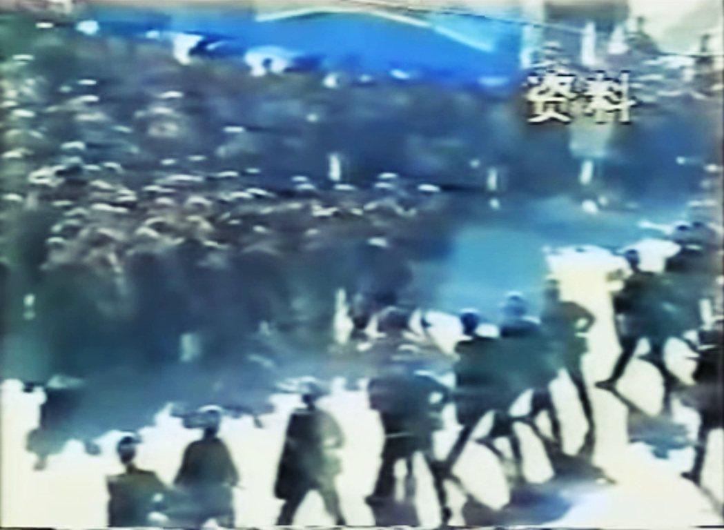 圖為1997年伊寧事件,中國政府針對維吾爾社群的日常管控再次逐步收緊。 圖/Uy...