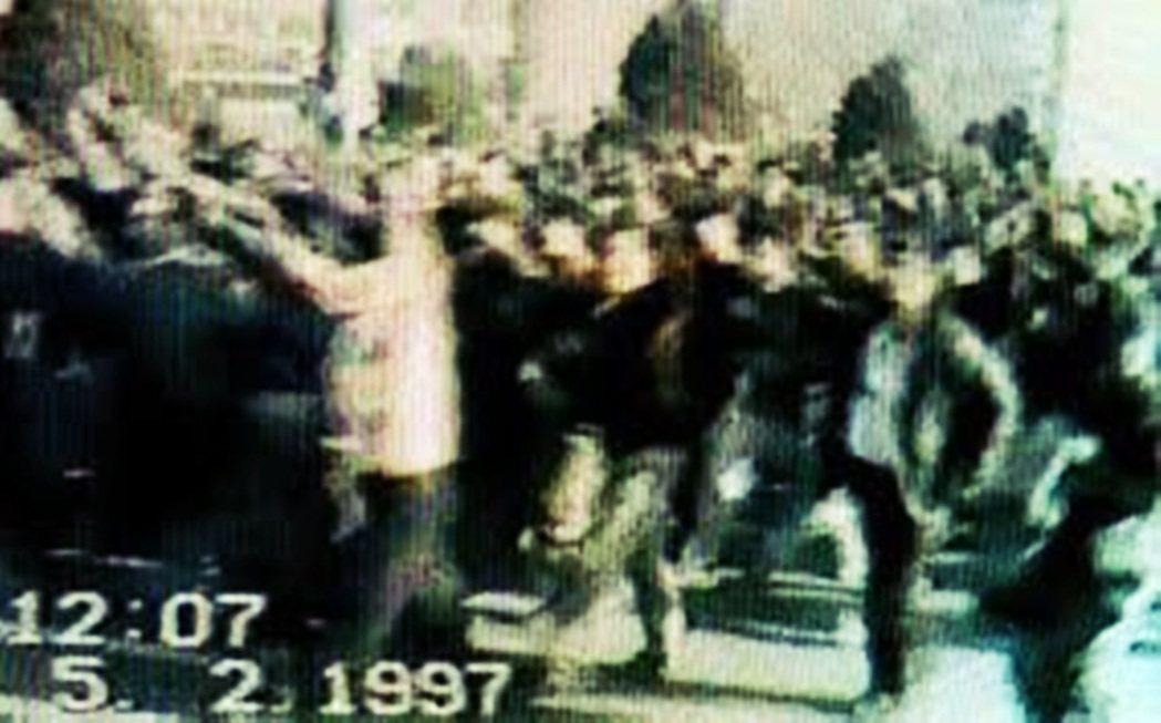 1997年伊寧事件,因為新疆維吾爾人和漢人的族群矛盾、政府壓制維吾爾人的宗教信仰...