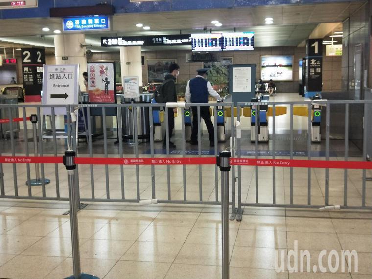 新北市板橋火車站沒有太多乘客。記者施鴻基/攝影