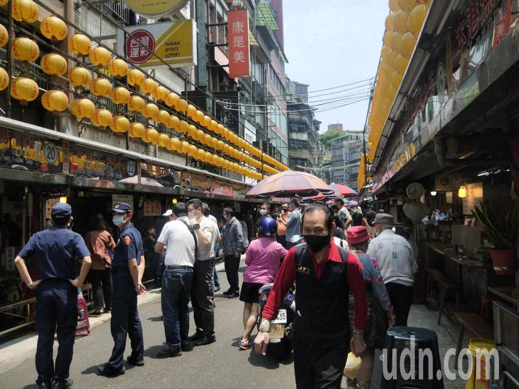 基隆廟口上限調高至2500人,林右昌:朝正常生活努力。記者游明煌/攝影