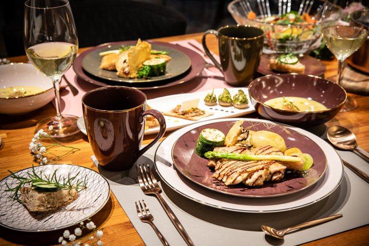 HOLA私廚服務可選擇2~4人份西式套餐料理,特惠價3,580元至6,480元不...