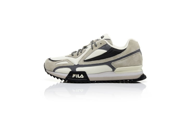 FILA RAY TRACER TR中性運動鞋2,480元。圖/FILA提供