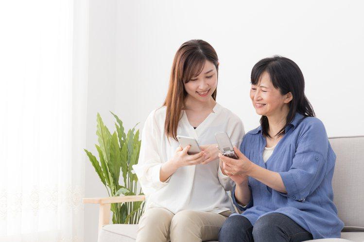 台灣之星推出母親節限定「買大送小」優惠,給媽咪雙倍寵愛。圖/台灣之星提供