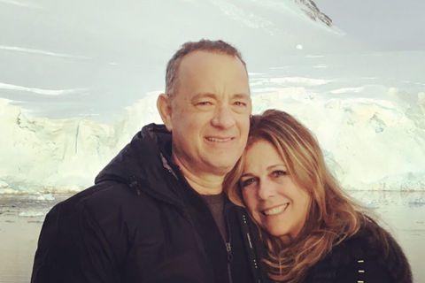 湯姆漢克斯與妻子麗塔威爾森之前在澳洲一起確診新冠肺炎,曾經震驚全球。兩人攜手對抗病魔,成功康復,目前已在美國家中休養。近日他們度過結婚32周年,麗塔特別在社群網站上發表圖文,紀念這個里程碑。麗塔威爾...