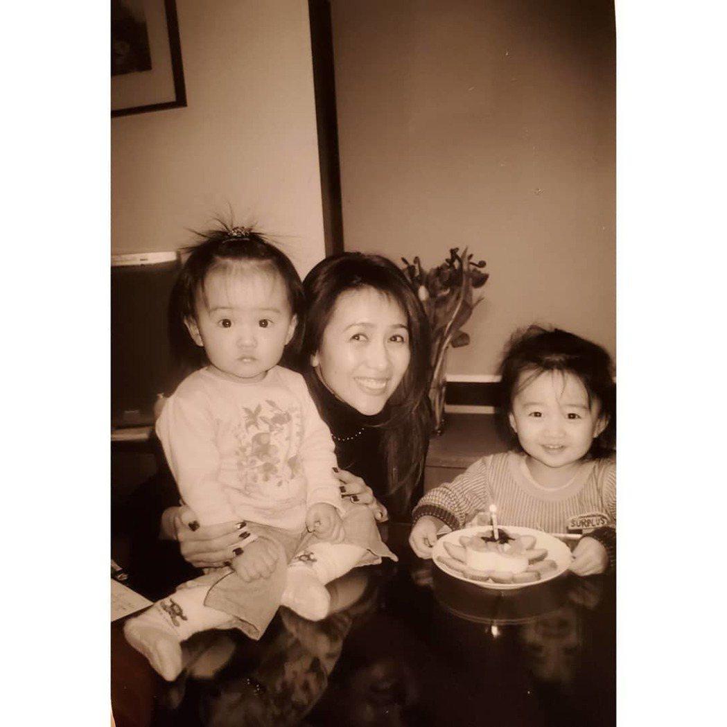木村光希放上與姊姊和媽媽的合照。圖/摘自IG