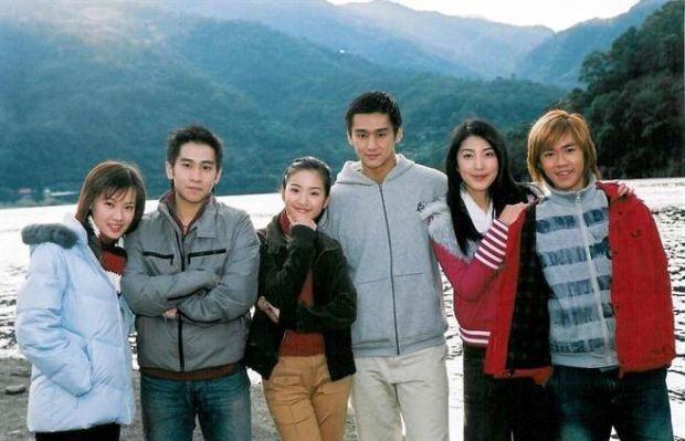 梁又琳(左起)李厚豪、林依晨、張天霖、楊謹華和李岳當年演出「我的祕密花園」一炮而