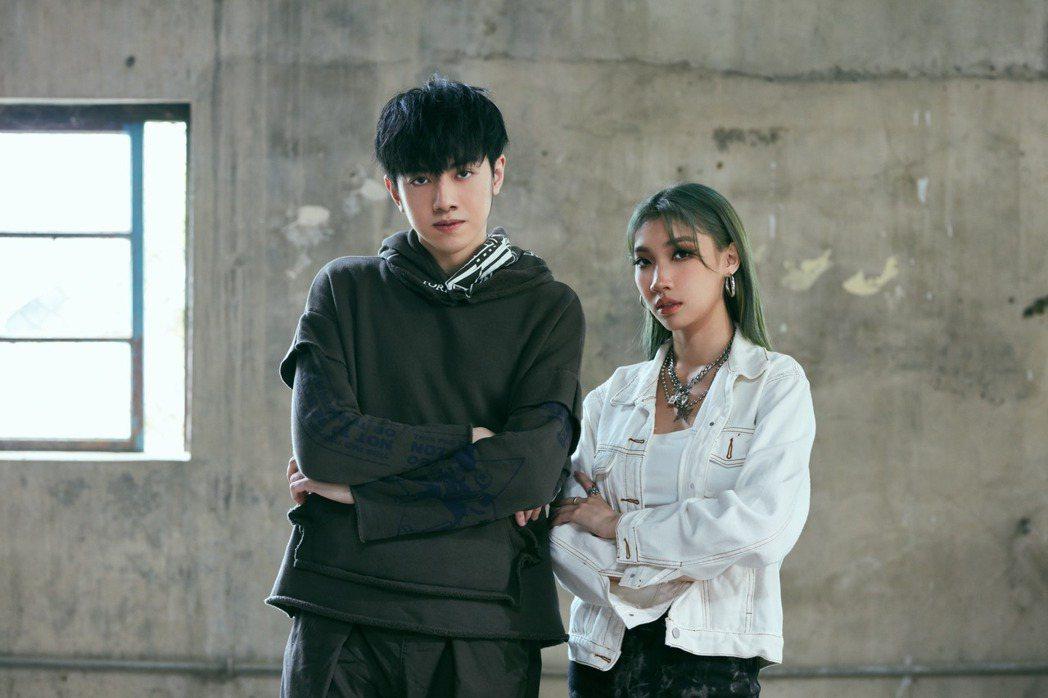 李友廷(左)與Karencici為夯劇「誰是被害者」分別獻唱插曲與片尾曲,獲粉絲...