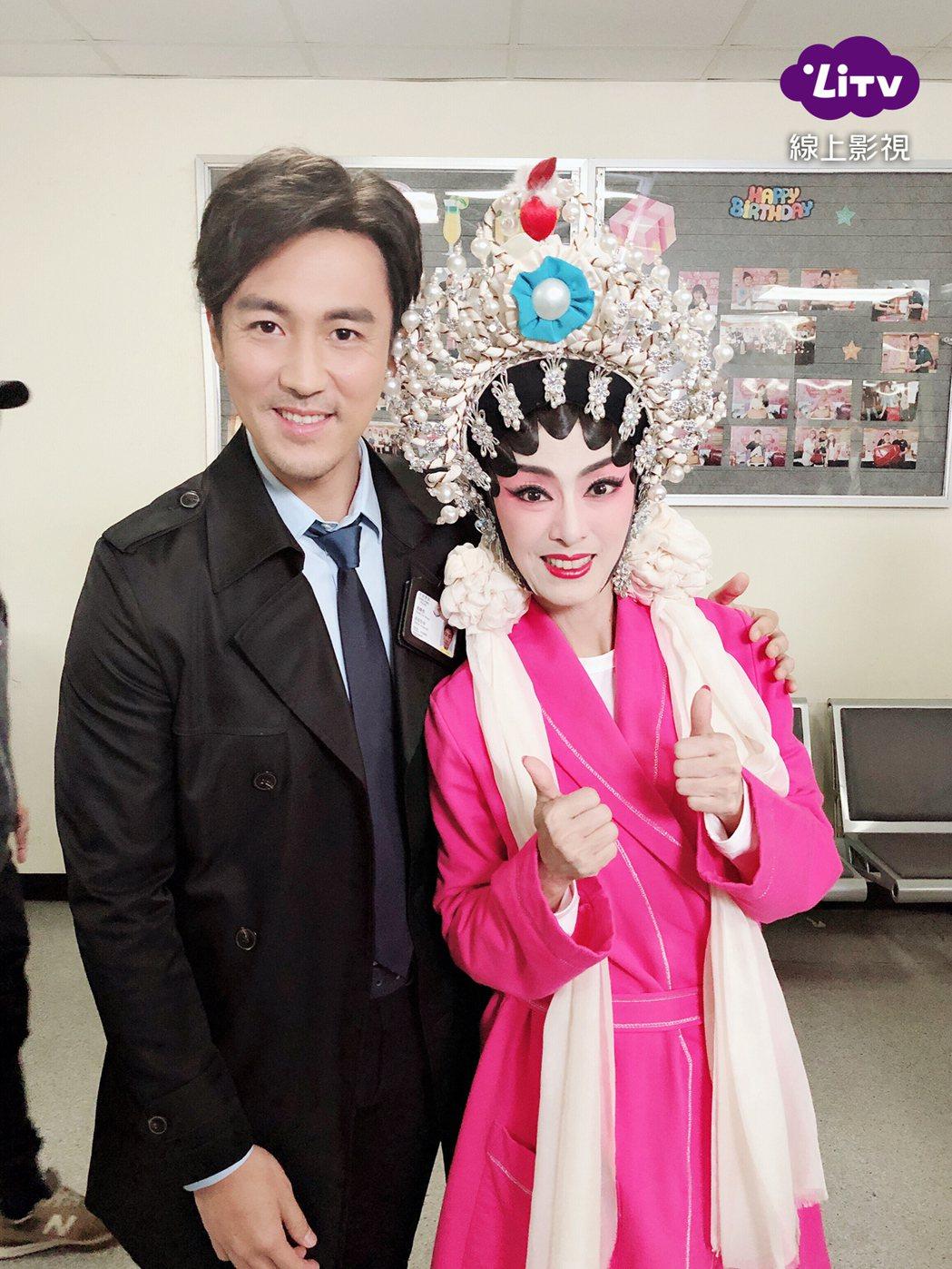 米雪(右)很開心在「法證先鋒4」與謝賢合作。圖/LiTV線上影視提供
