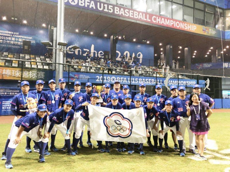 中華棒球協會內部正在討論,於國內舉行同級中華代表隊對抗賽,讓小球員一圓披上中華隊球衣的夢想,但仍未定案。 圖/台東縣教育處提供(資料照)