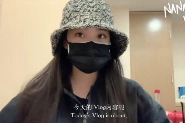 歐陽娜娜近來在自己的Youtube頻道上透露近況,原來她最近已回到台灣,還曝光自己房間的樣子,不過透露這只是暫住的地方,如今她再度飛往上海,昨(1日)她則更新一支影片,曝光她在上海隔離的近況。影片中...