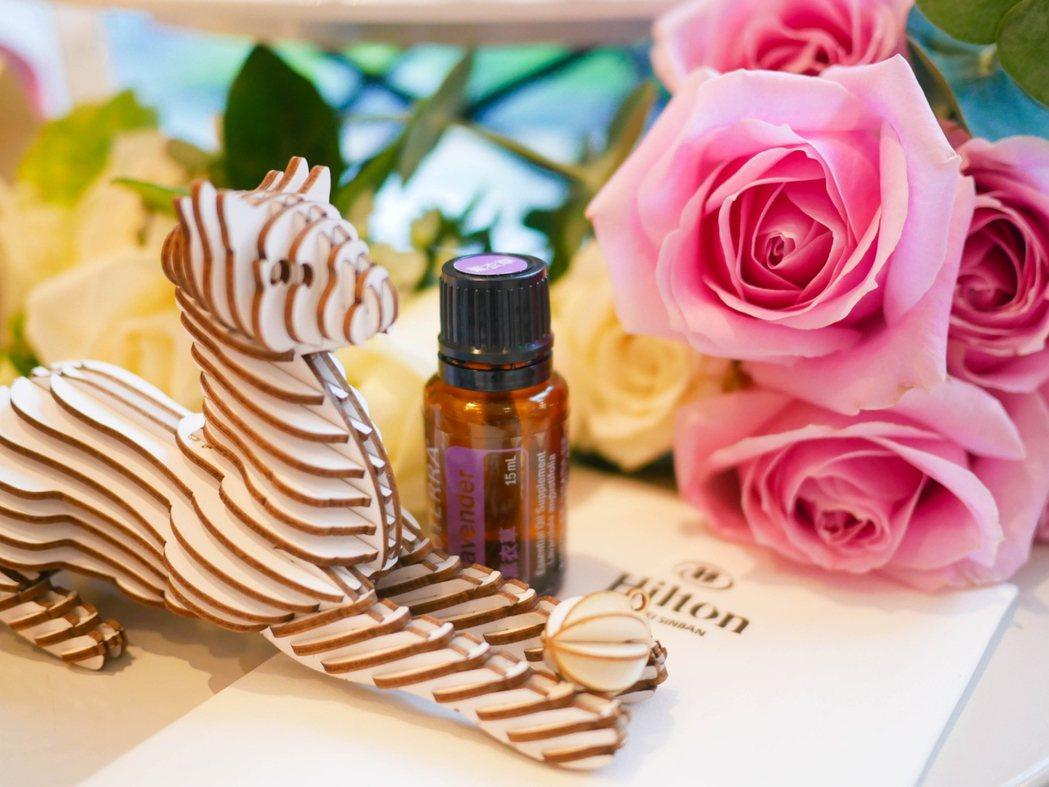台北新板希爾頓酒店與香遇時光的芳療師合作為媽咪們調配專屬的精油處方,親手做出擴香...