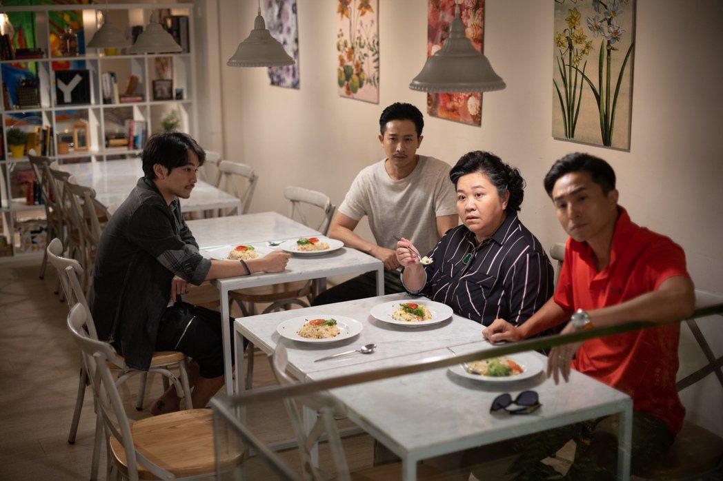 楊銘威(左起)、Darren、鍾欣凌、王少偉在「我的婆婆怎麼那麼可愛」戲中有爆笑...