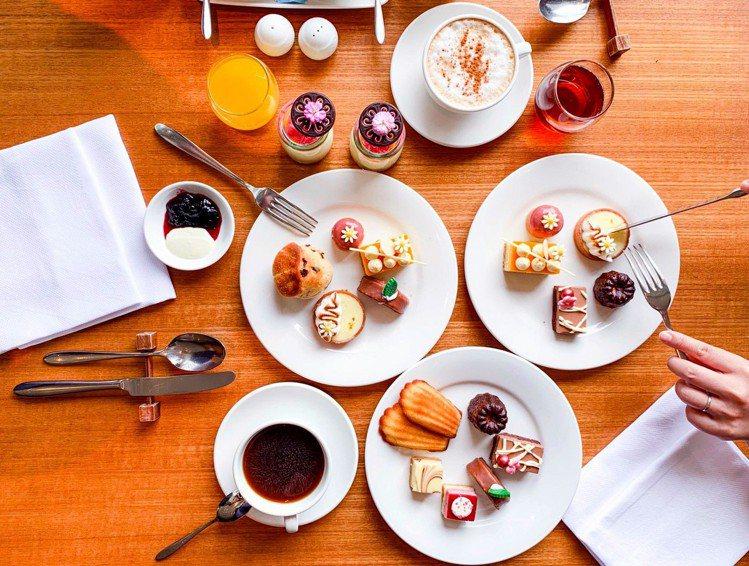 涵碧樓下午茶是歷年旅展最受歡迎的商品,今年區分單人券與雙人券,滿額均加贈一張平日...
