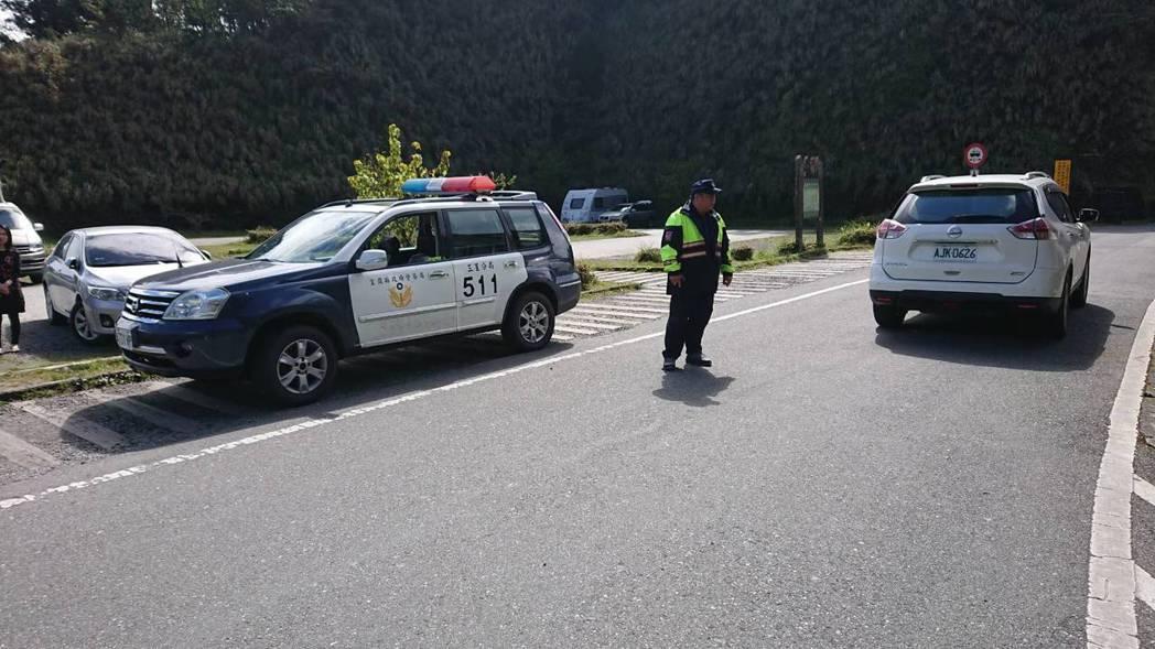 連假第2天,宜蘭地區天氣晴朗,又湧現出遊潮,警方疏導交通。圖/宜蘭縣警察局提供