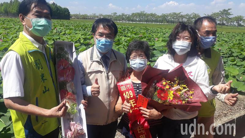 台南市长黄伟哲参加白河莲花节宣传活动。记者周宗祯/摄影