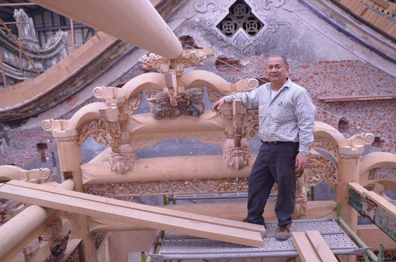 工藝師傅黃平山的大木作被登錄為文資保存技術。圖/彰化縣文化局提供