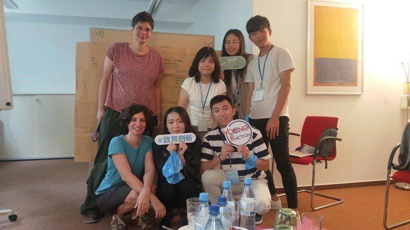 去年投入Young飛全球行動計畫團隊成員,諮詢德國大學生輔導機構studierendenWERK BERLIN。圖/青年署提供