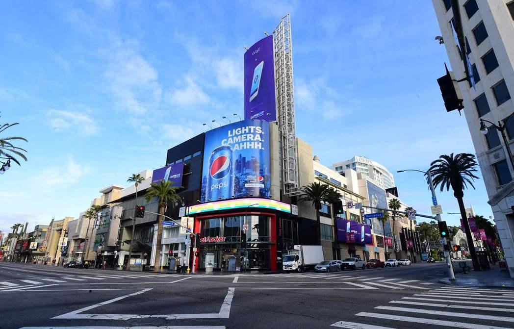 美國加州洛杉磯街頭因居家避疫令空無一人。法新社