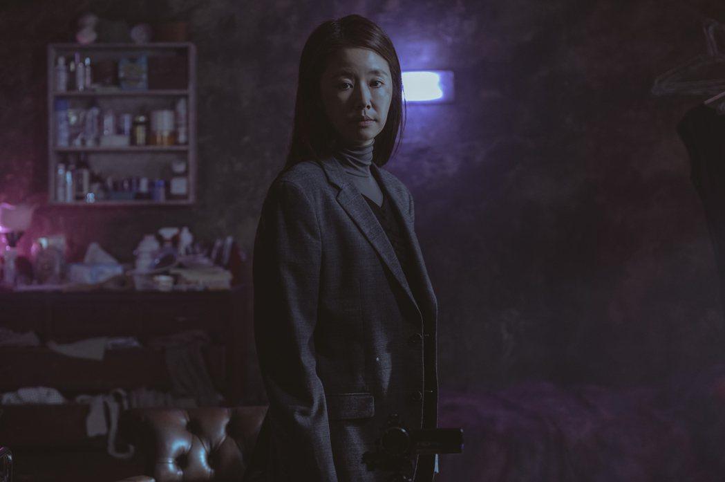 林心如在「誰是被害者」中,完美演出內心扭曲人格分裂的角色。圖/Netflix提供
