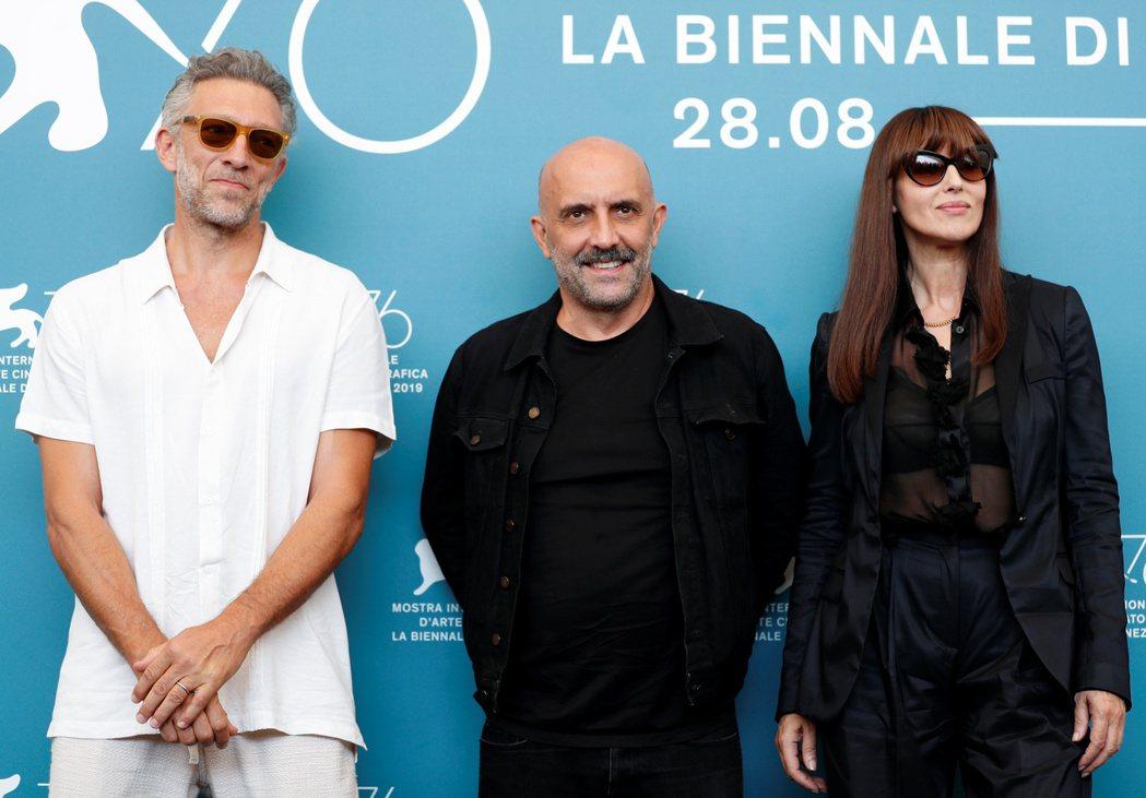 文森卡索(左)與前妻莫妮卡貝露琪(右)去年再度於威尼斯影展合體,中間卻夾著「不可