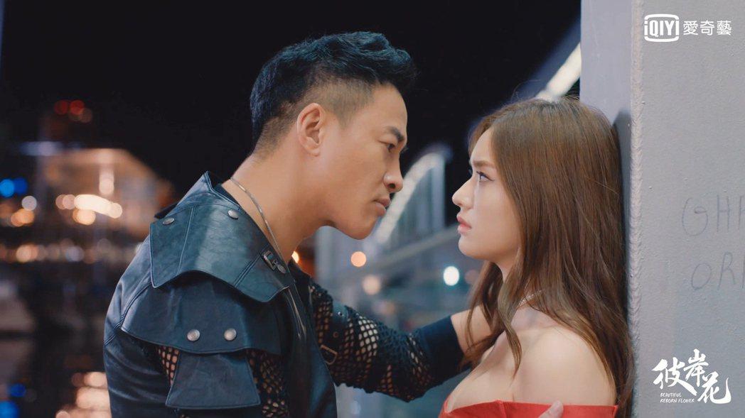 何潤東在「彼岸花」中要求林允當他女友,霸道求愛卻常令自己受傷。圖/愛奇藝台灣站提