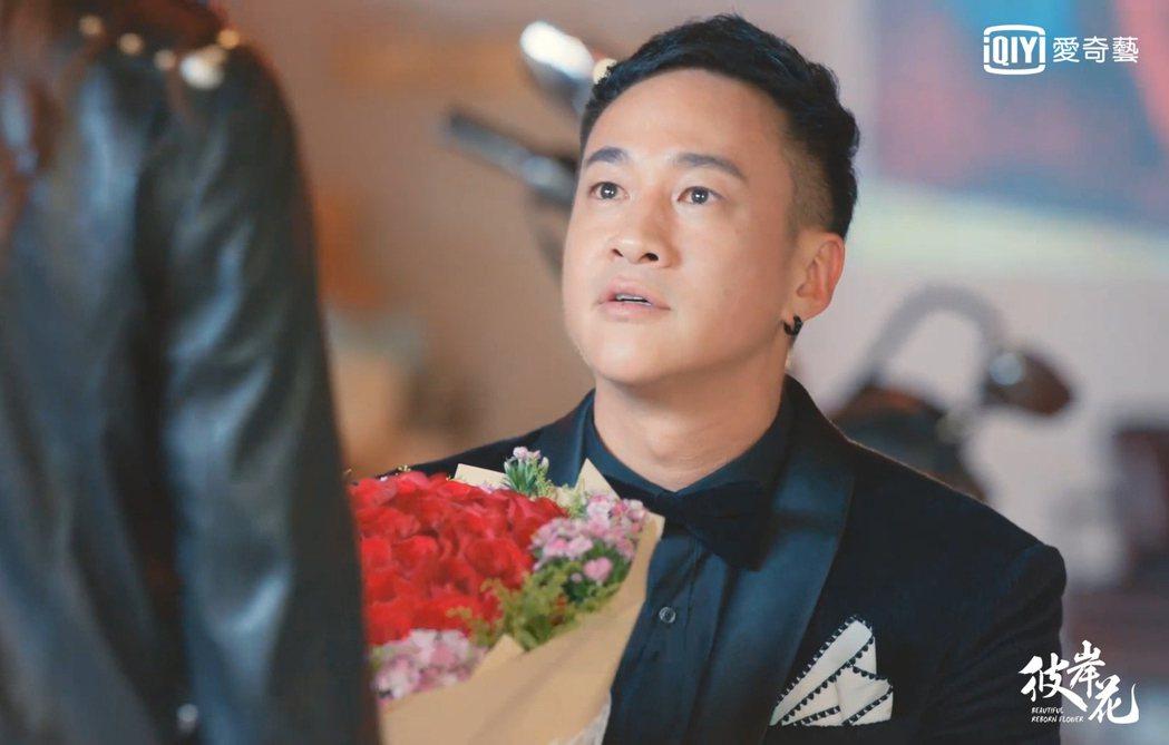 何潤東在「彼岸花」中下跪求婚。圖/愛奇藝台灣站提供