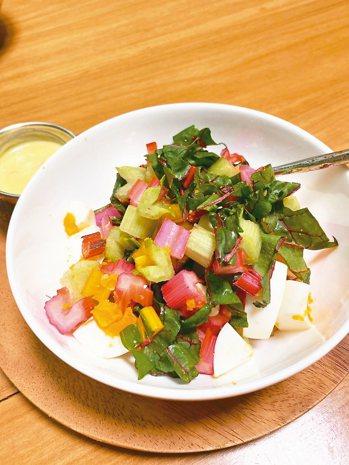 莙薘菜沙拉,光用看的就美味。 圖/朱慧芳