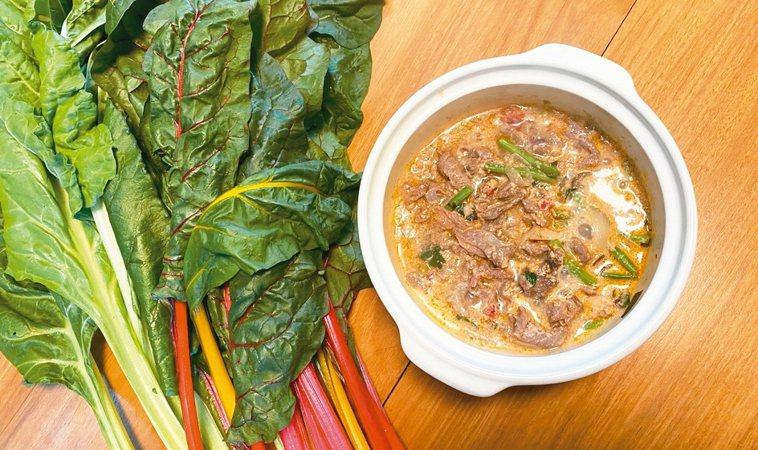 加入莙薘菜的南洋咖哩,圖主菜為牛肉。 圖/朱慧芳