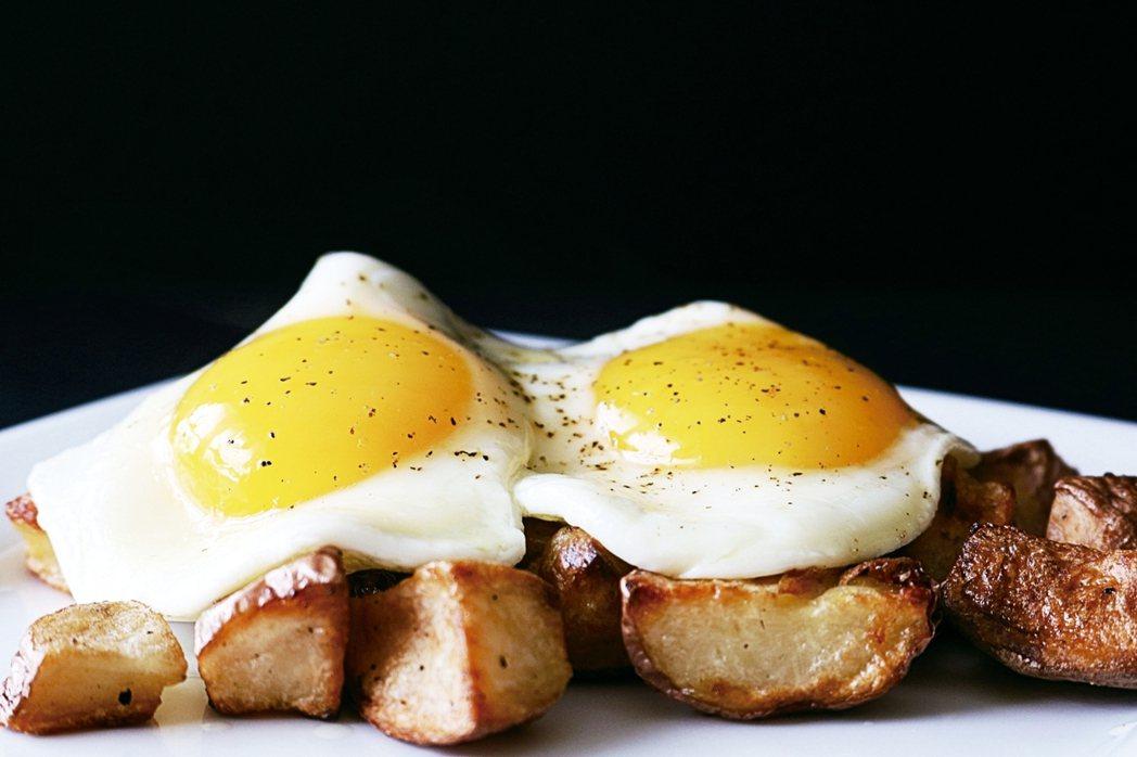 烹飪出完美的煎蛋,可借助廚房的一個意外成分 ,那就是水。