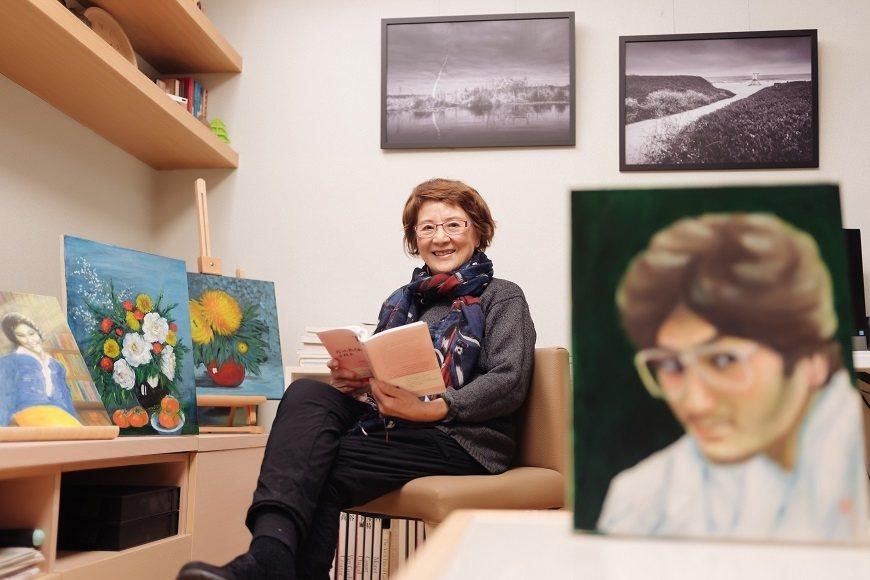 在大兒子離世後,薇薇夫人幫他畫了多幅肖像,深刻體會生命的意義。 圖/取自50+(...