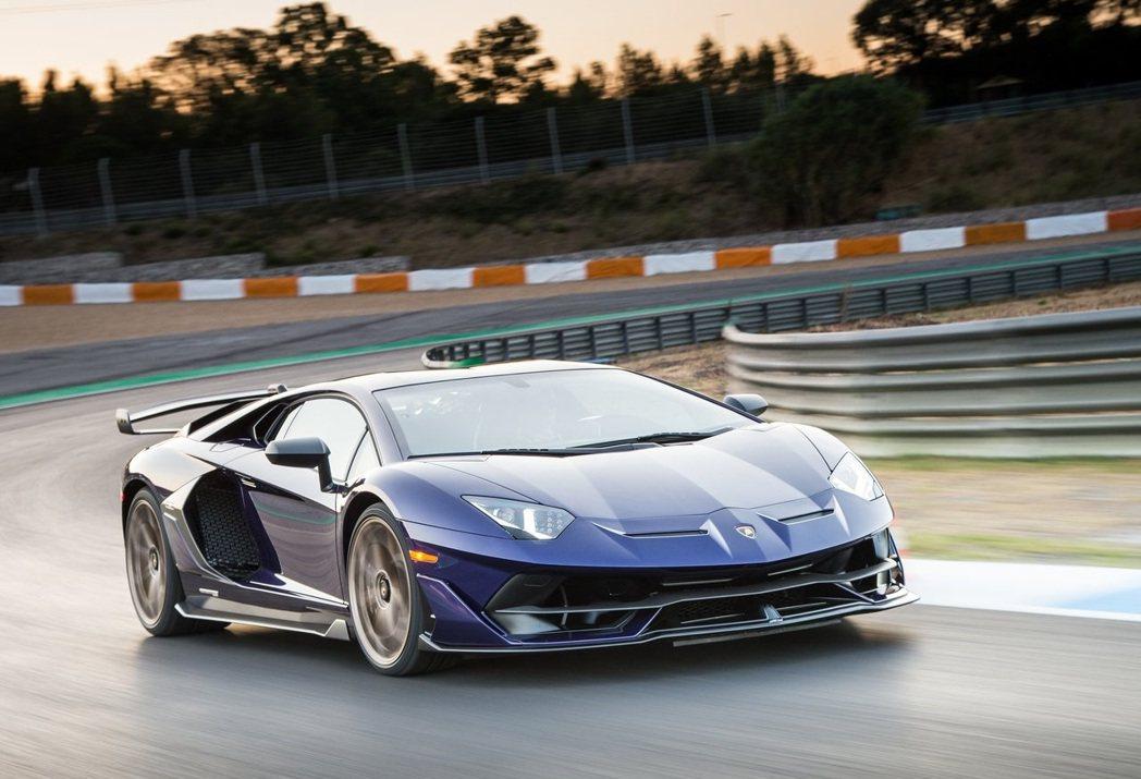 Lamborghini Aventador SVJ。 摘自Lamborghini