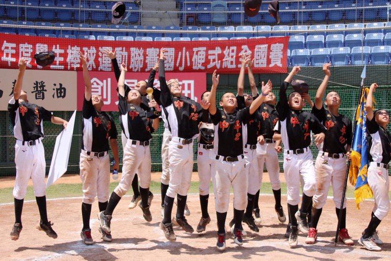 中平國小奪下隊史第二座冠軍! 學生棒球聯盟提供