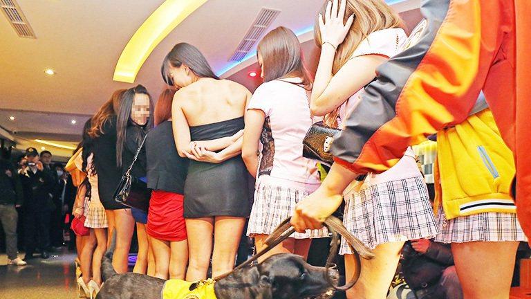 臺灣獨立運動人士王奕凱在臉書發文「有小姐、幹部說可以用,上酒店玩兩節,只要1000元,政府幫你出2000,一下子就一堆客人預約了。」 示意圖/聯合報系資料照片