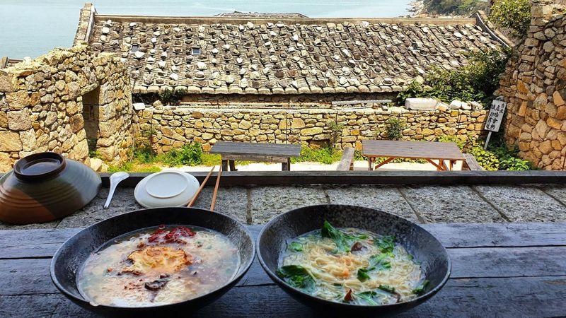 老酒麵線與魚麵湯為馬祖當地美味餐點。記者胡瑞玲/攝影