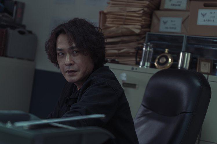 王識賢詮釋「漂撇」刑警。圖/Netflix提供