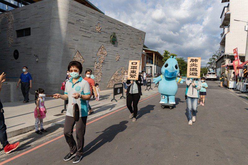 台南左鎮化石館吉祥物KOKO,化身防疫神兵宣導防疫。圖/台南左鎮化石館提供